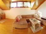 Wohnung 2. Stock - Wohnzimmer mit Kachelofen - © www.scheiflinger.co.at